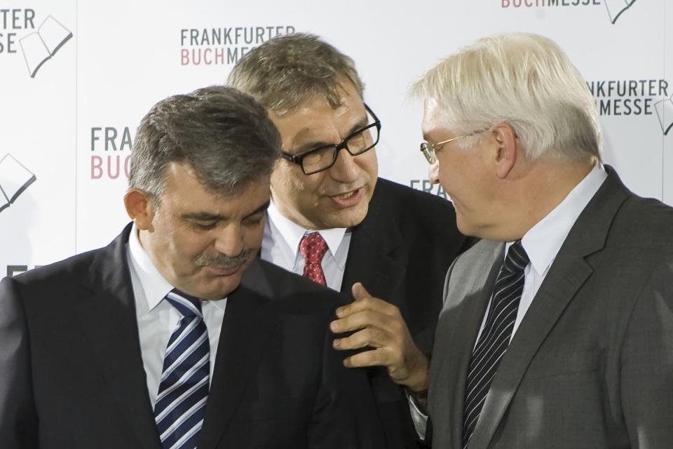 Orhan Pamuk mit Staatspräsindent Gül und Außenminister Steinmeier (© Frankfurter Buchmesse)