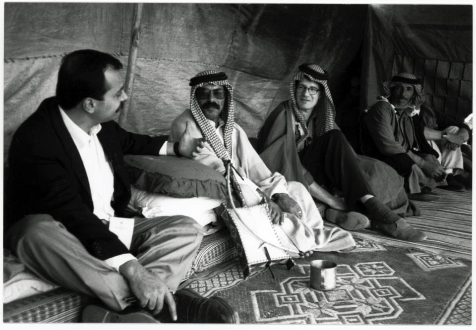Roger Willemsen bei den Beduinen in Jordanien