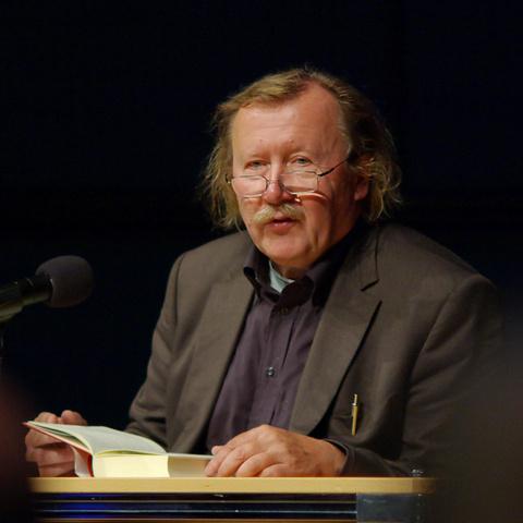 """Peter Sloterdijk bei einer Lesung aus seinem Buch """"Du mußt dein Leben ändern"""""""