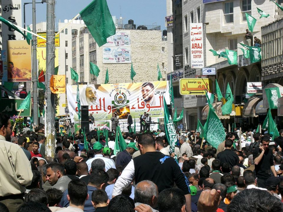 1280px-Yasin_Rantisi_Hamas_Wahlkampf